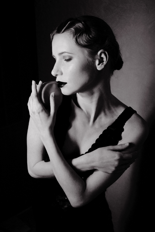 old-Hollywood-classic-black-white-portrait
